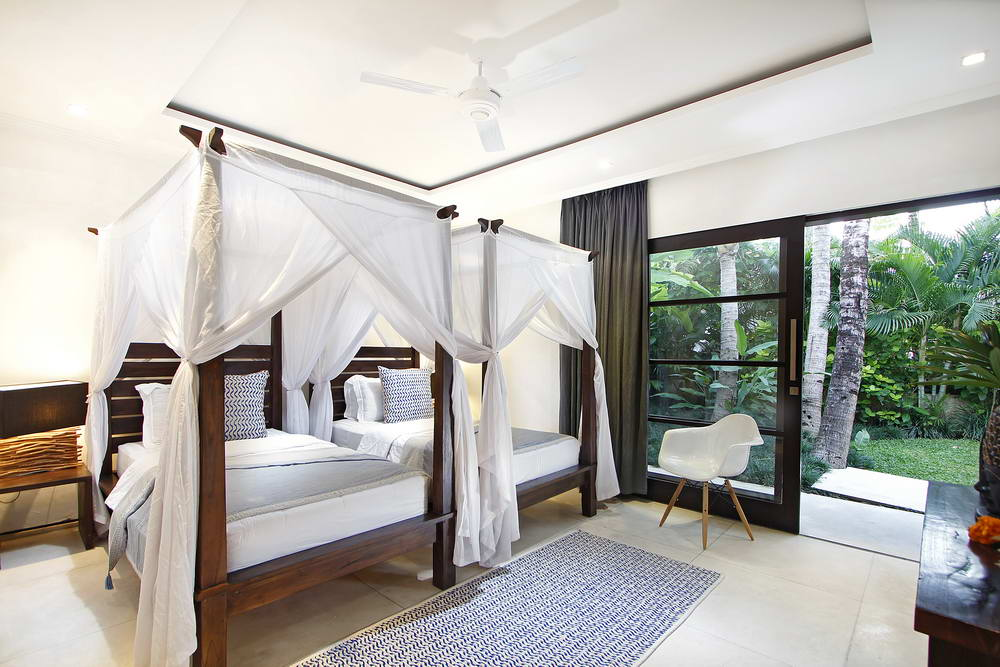 Villa Mona Twin bedroom facing the garden