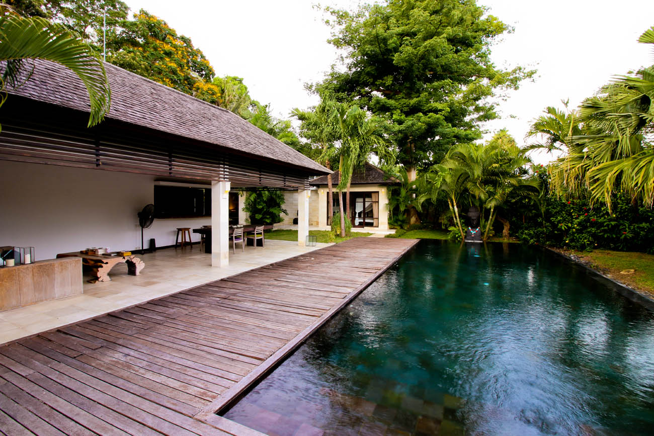 Swimming pool adjanced with Villa Tom living area